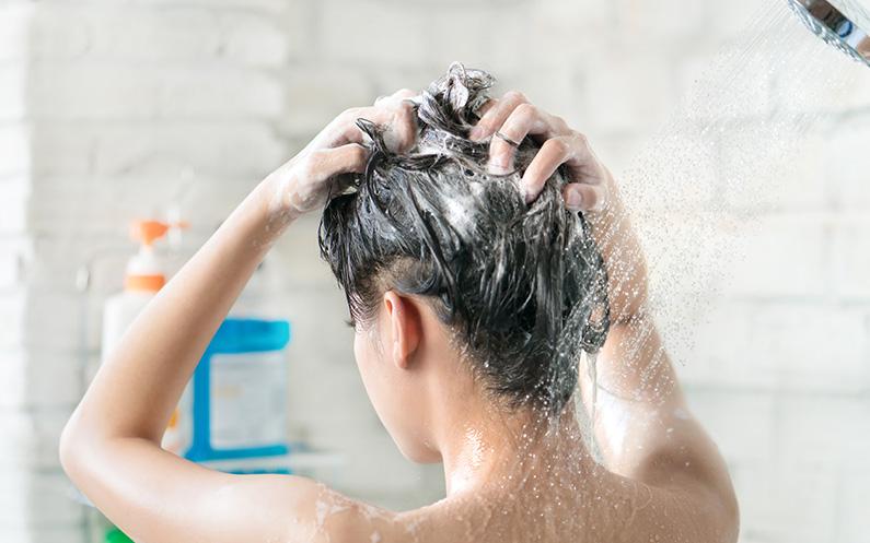 Cómo cuidar tu cabello en casa con productos profesionales